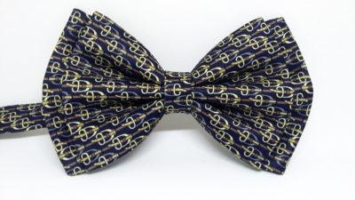 Pajarita de seda azul marino con motivos ecuestres