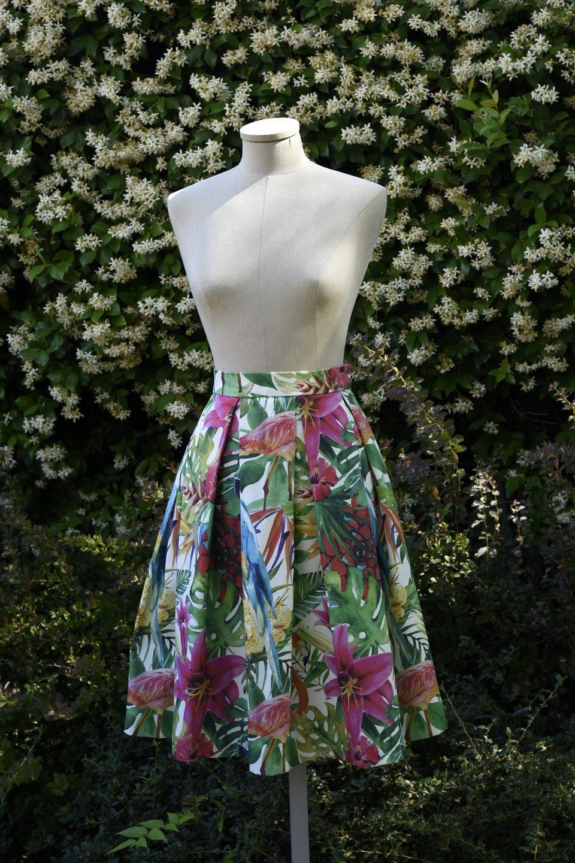 96f623be39 Falda midi de tablas en algodón con estampado tropical